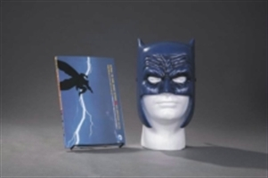 Dark Knight Returns Book & Mask Set